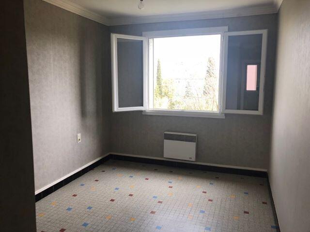 Appartement à louer 3 71.49m2 à Bourg-Saint-Andéol vignette-7