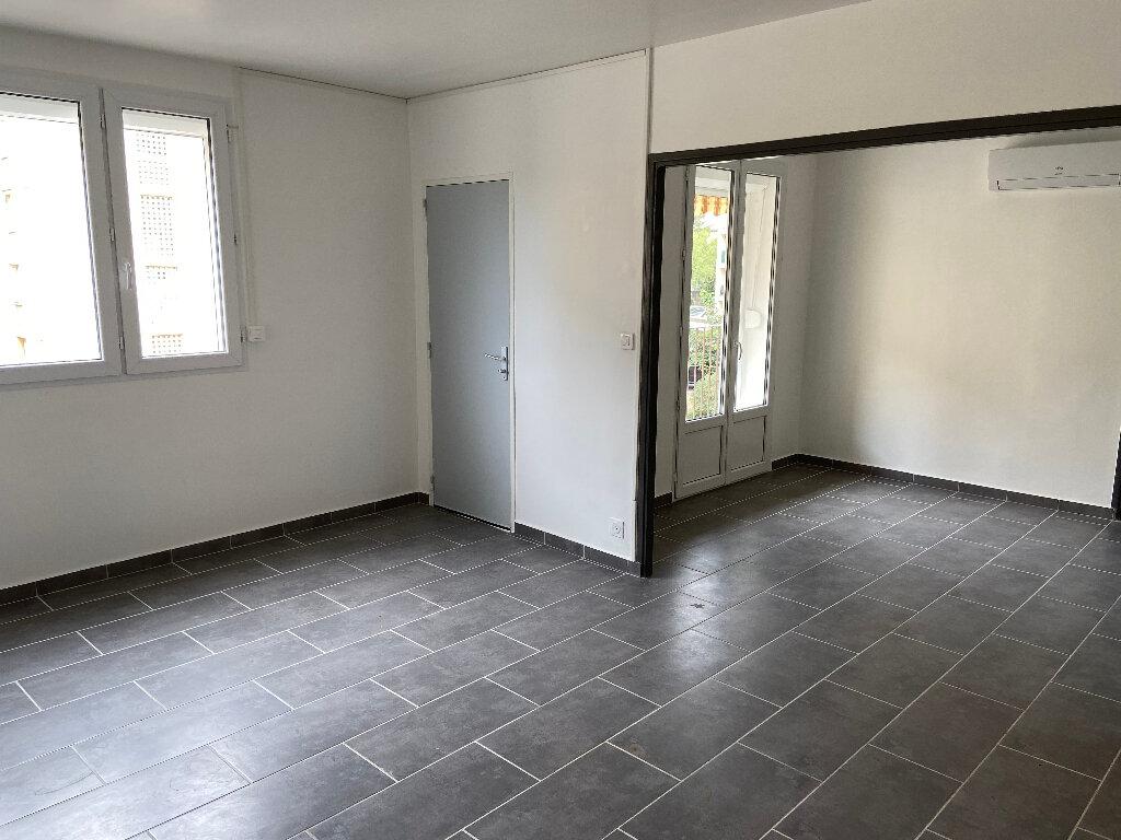 Appartement à louer 4 70m2 à Saint-Paul-Trois-Châteaux vignette-1