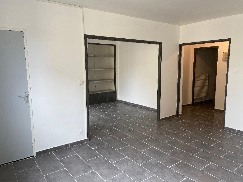 Appartement à louer 4 70m2 à Saint-Paul-Trois-Châteaux vignette-2