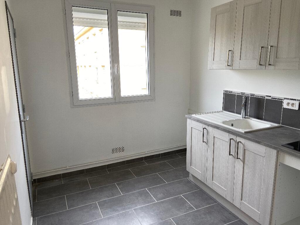 Appartement à louer 4 70m2 à Saint-Paul-Trois-Châteaux vignette-3