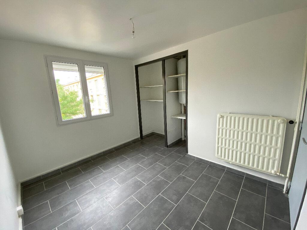 Appartement à louer 4 70m2 à Saint-Paul-Trois-Châteaux vignette-4