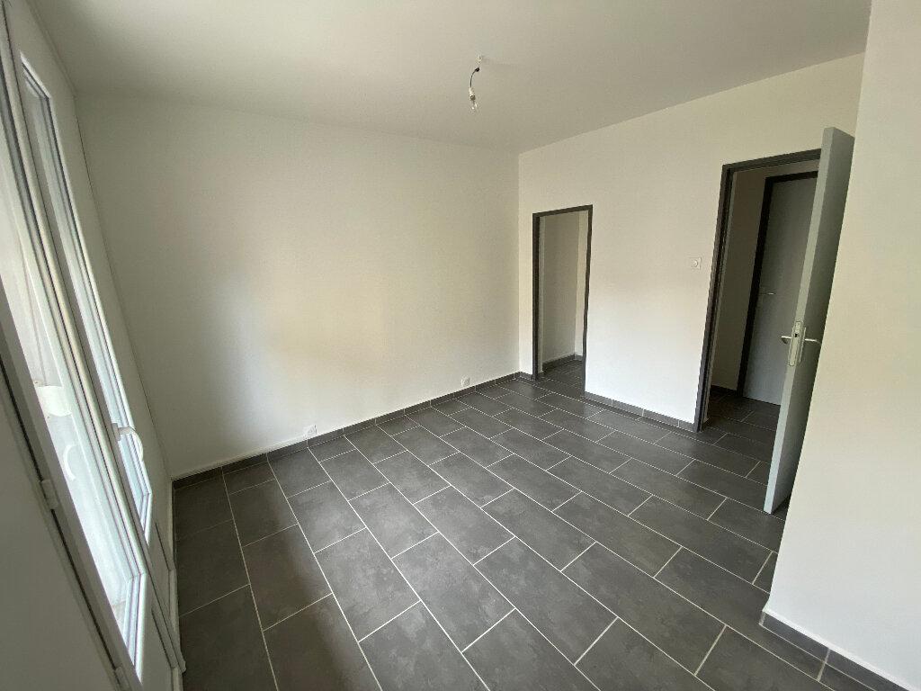 Appartement à louer 4 70m2 à Saint-Paul-Trois-Châteaux vignette-5