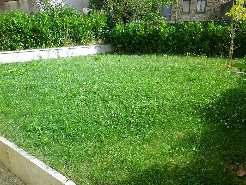 Appartement à louer 1 28m2 à Vaires-sur-Marne vignette-2