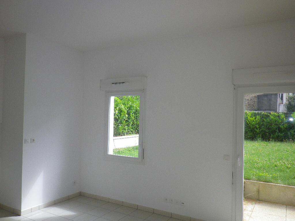 Appartement à louer 1 28m2 à Vaires-sur-Marne vignette-4