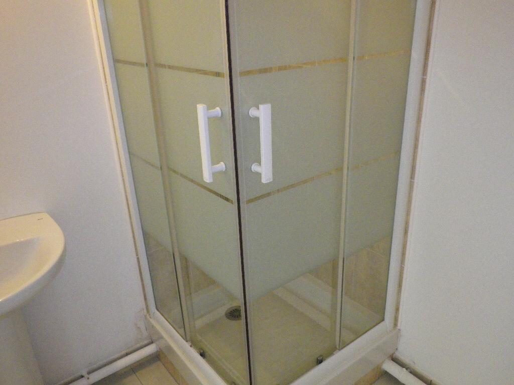 Appartement à louer 1 28m2 à Vaires-sur-Marne vignette-8