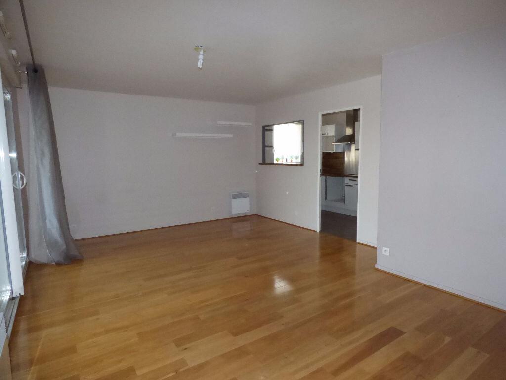 Appartement à louer 3 64m2 à Vaires-sur-Marne vignette-2