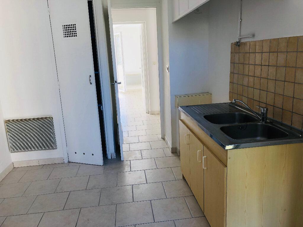 Appartement à louer 3 61.11m2 à Manosque vignette-2