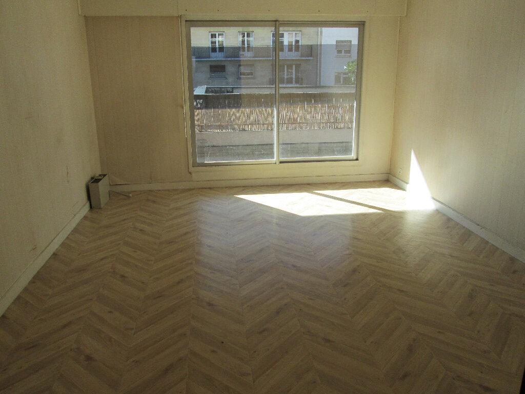 Appartement à louer 3 70m2 à Clamart vignette-3