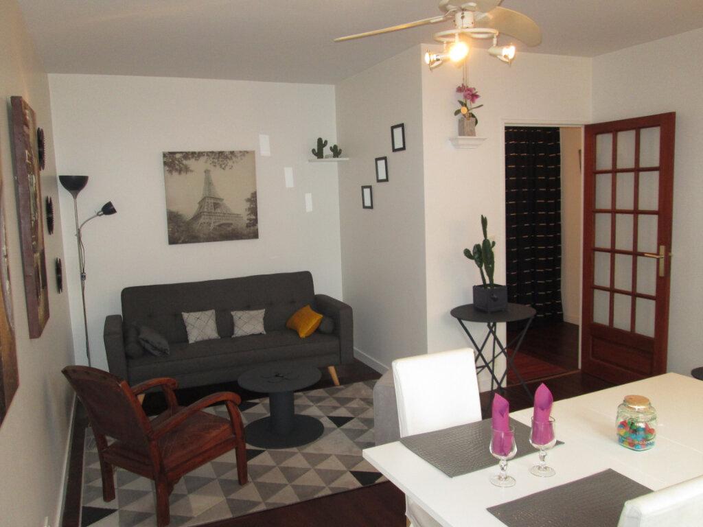 Appartement à louer 2 47.69m2 à Clamart vignette-1