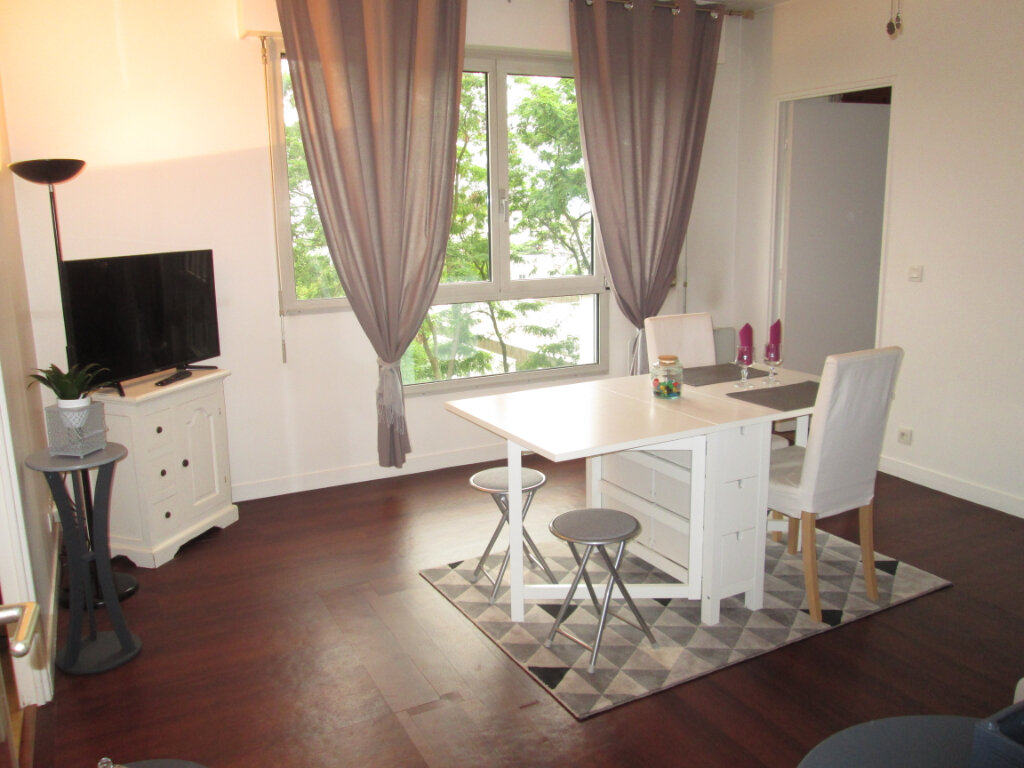Appartement à louer 2 47.69m2 à Clamart vignette-2