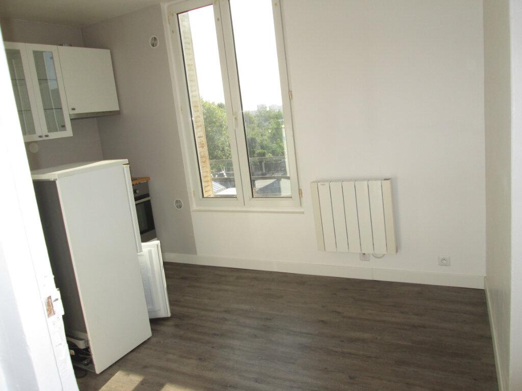 Appartement à louer 2 27.83m2 à Clamart vignette-1