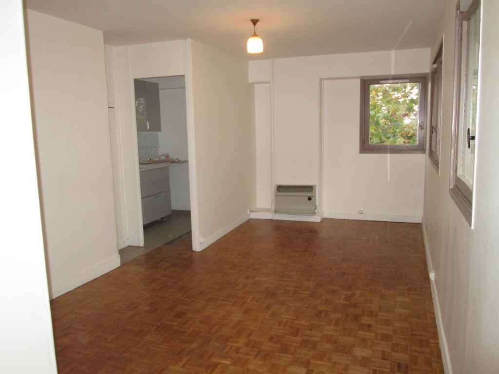 Appartement à louer 1 29.7m2 à Clamart vignette-1