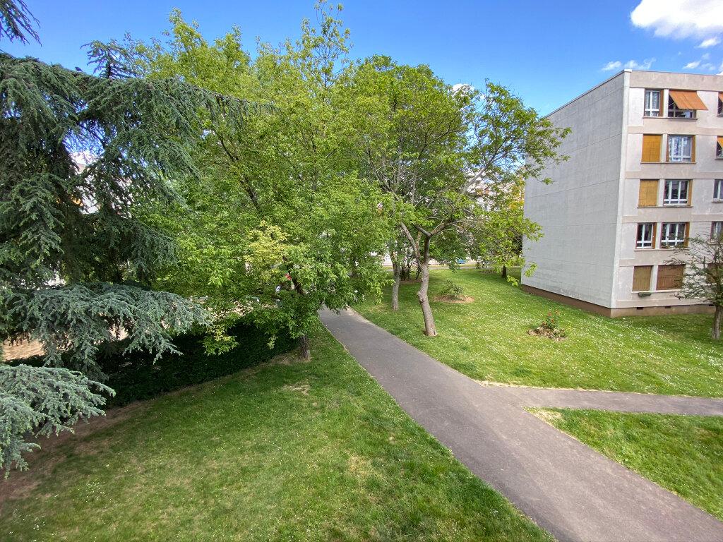 Appartement à vendre 4 66m2 à Clamart vignette-1
