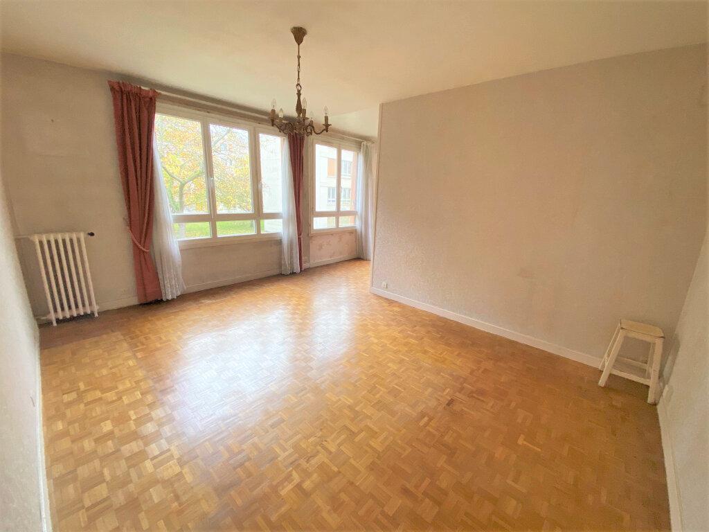 Appartement à vendre 4 66m2 à Clamart vignette-2