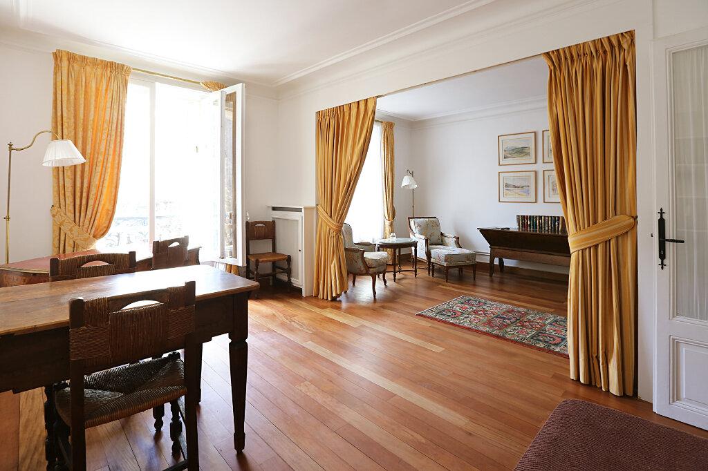 Appartement à louer 3 66.26m2 à Paris 4 vignette-3