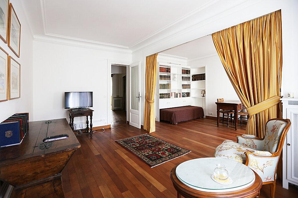 Appartement à louer 3 66.26m2 à Paris 4 vignette-4
