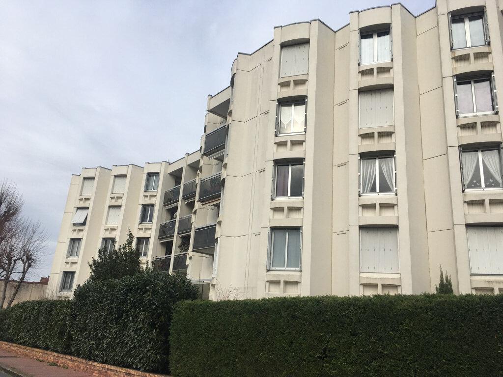 Appartement à louer 2 55.91m2 à Saint-Maur-des-Fossés vignette-1