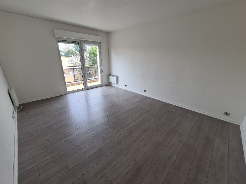 Appartement à louer 3 60.24m2 à Noisy-le-Grand vignette-2