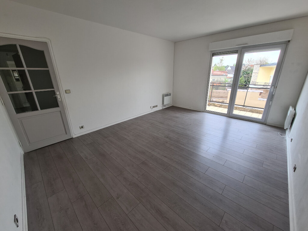 Appartement à louer 3 60.24m2 à Noisy-le-Grand vignette-3