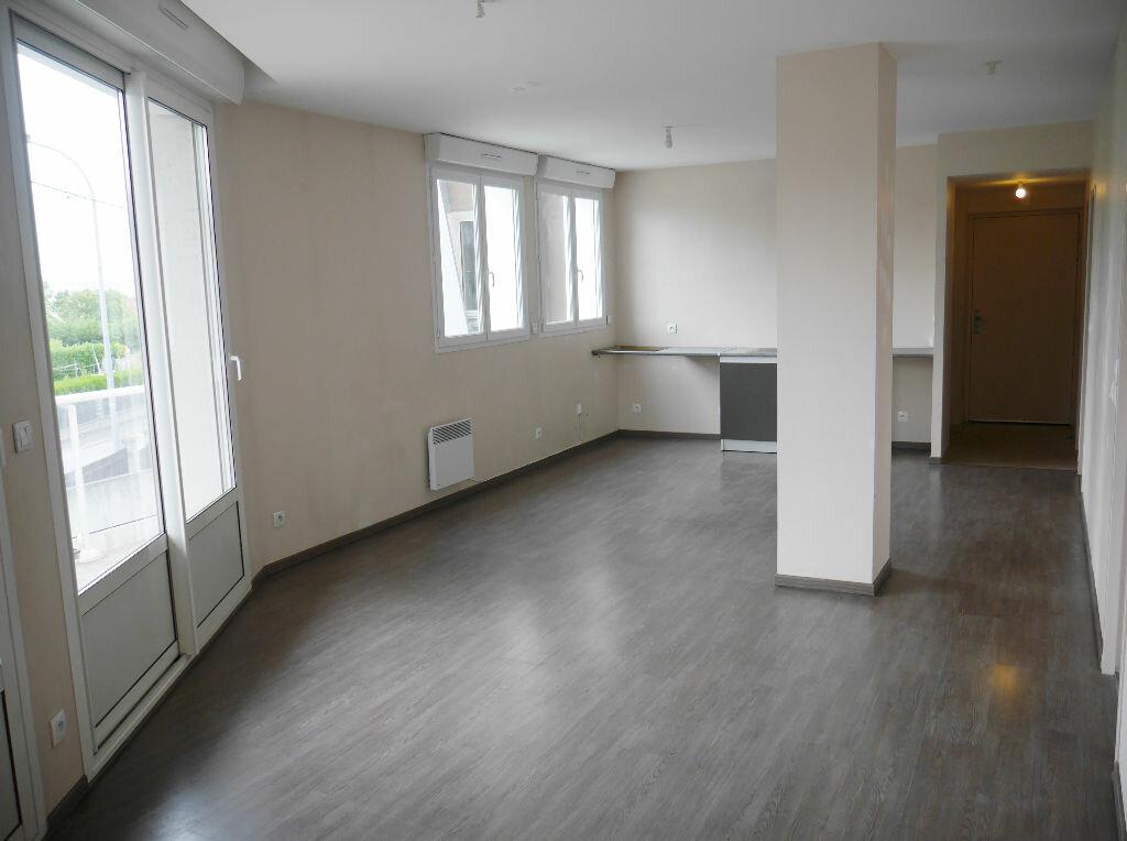 Appartement à louer 3 74.18m2 à Noisy-le-Grand vignette-1