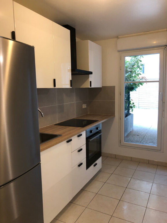 Appartement à louer 4 72.35m2 à Noisy-le-Grand vignette-4