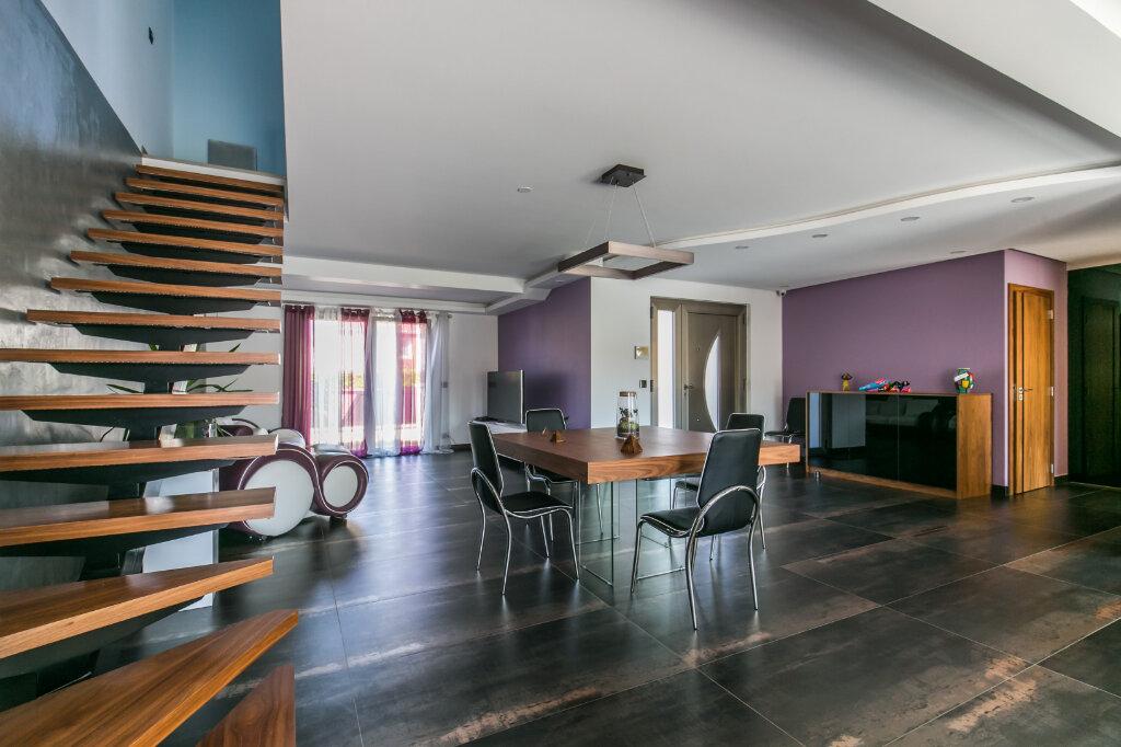 Maison à vendre 7 198m2 à Chennevières-sur-Marne vignette-1