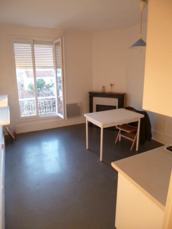 Appartement à louer 2 34m2 à Rosny-sous-Bois vignette-1