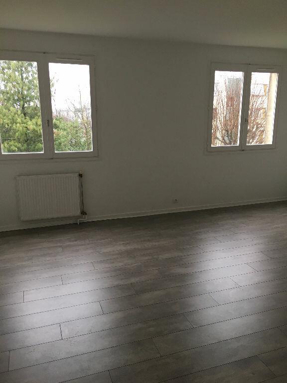 Appartement à louer 1 27.93m2 à Chelles vignette-3