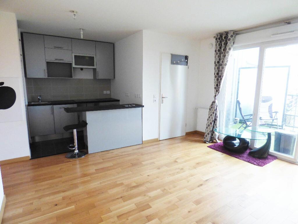 Appartement à louer 2 40.6m2 à Rosny-sous-Bois vignette-1
