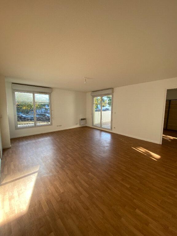 Appartement à louer 4 70.16m2 à Le Bourget vignette-2