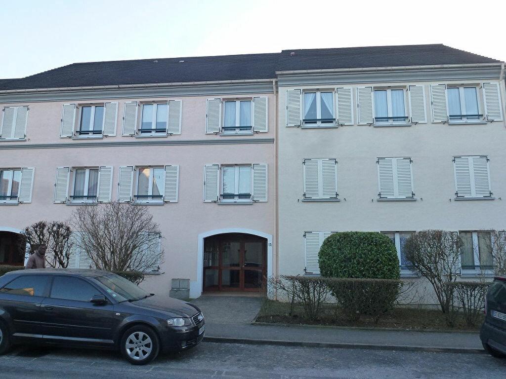 Appartement à louer 2 50m2 à Roissy-en-Brie vignette-1