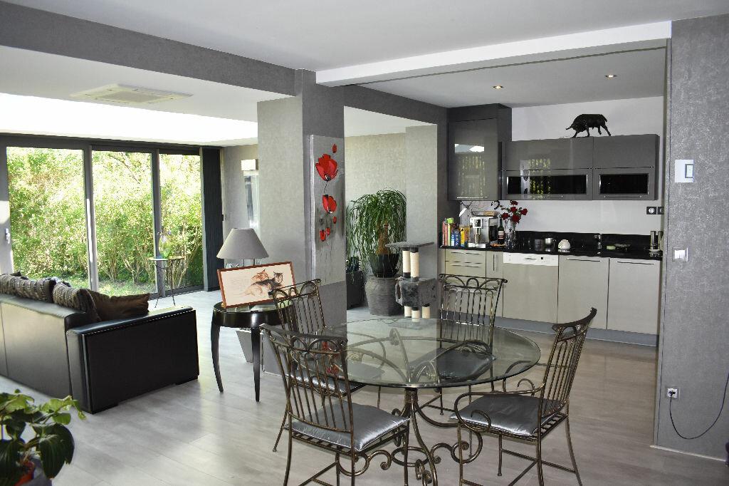 Maison à vendre 5 122m2 à Chevry-Cossigny vignette-1