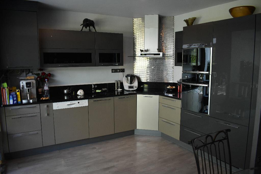 Maison à vendre 5 122m2 à Chevry-Cossigny vignette-2