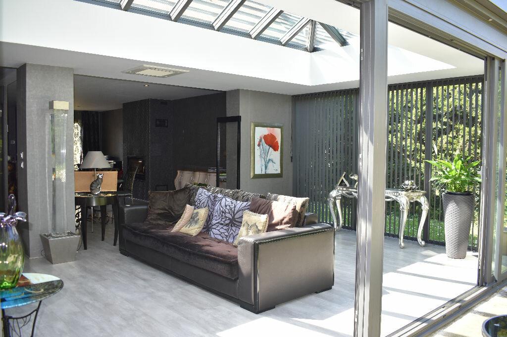 Maison à vendre 5 122m2 à Chevry-Cossigny vignette-3