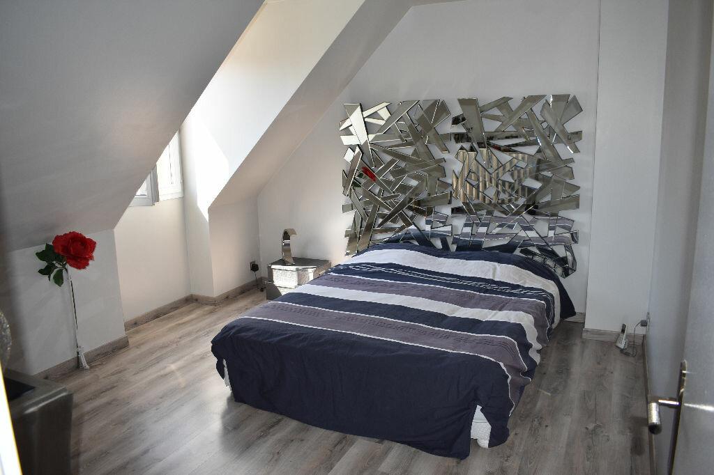 Maison à vendre 5 122m2 à Chevry-Cossigny vignette-5