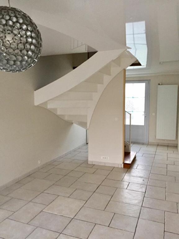 Maison à louer 6 167.74m2 à Vert-Saint-Denis vignette-2