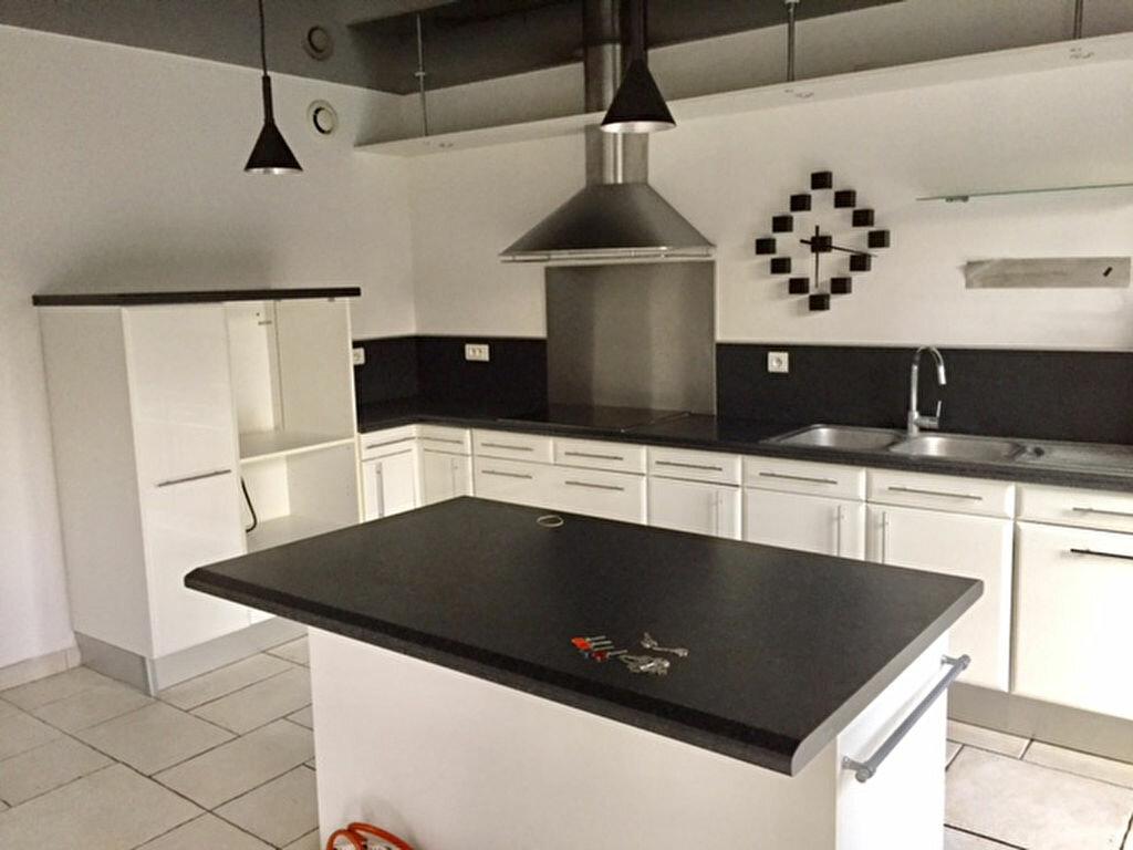 Maison à louer 6 167.74m2 à Vert-Saint-Denis vignette-5