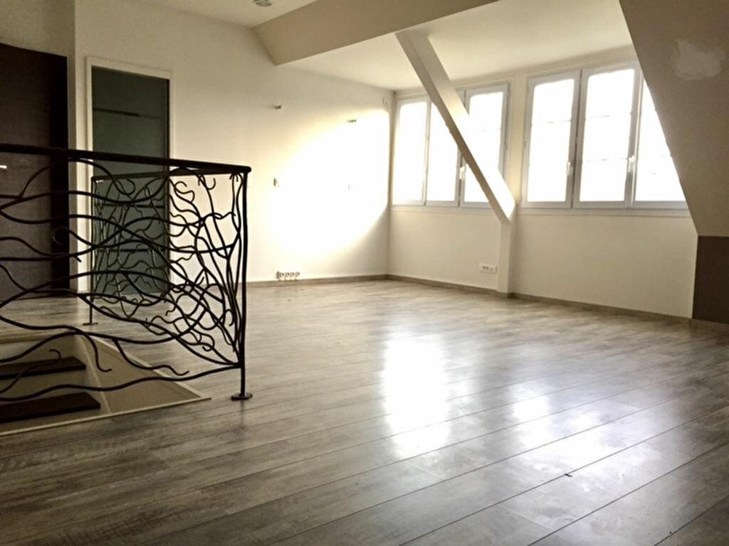 Maison à louer 6 167.74m2 à Vert-Saint-Denis vignette-6