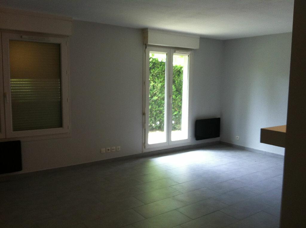 Appartement à louer 1 31.53m2 à Noisy-le-Grand vignette-3