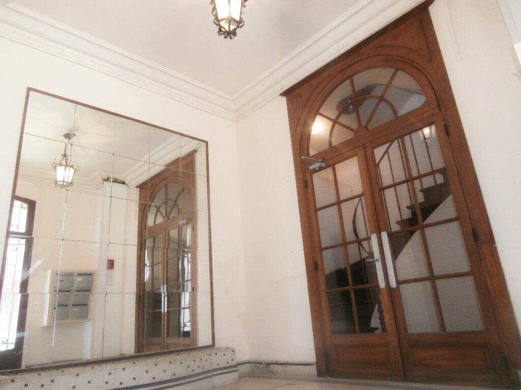 Appartement à louer 2 44.62m2 à Fontainebleau vignette-1