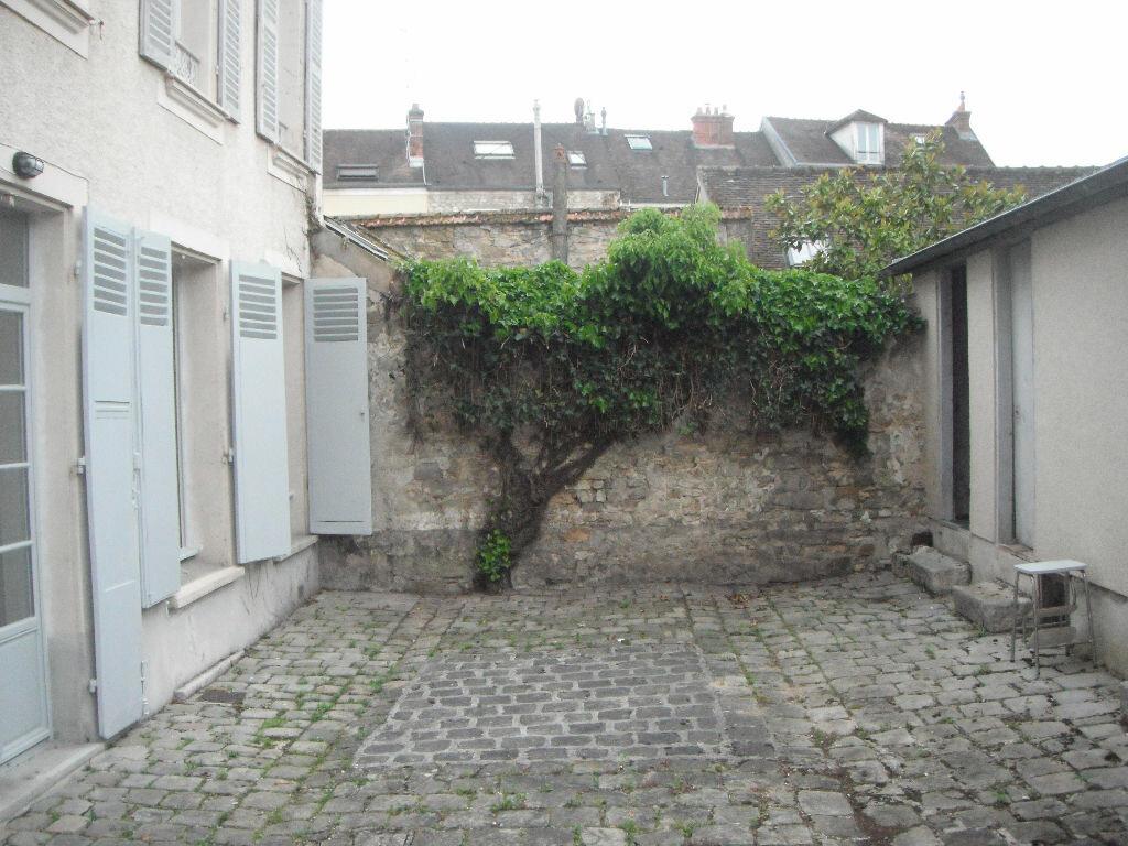 Appartement à louer 2 41.22m2 à Fontainebleau vignette-1