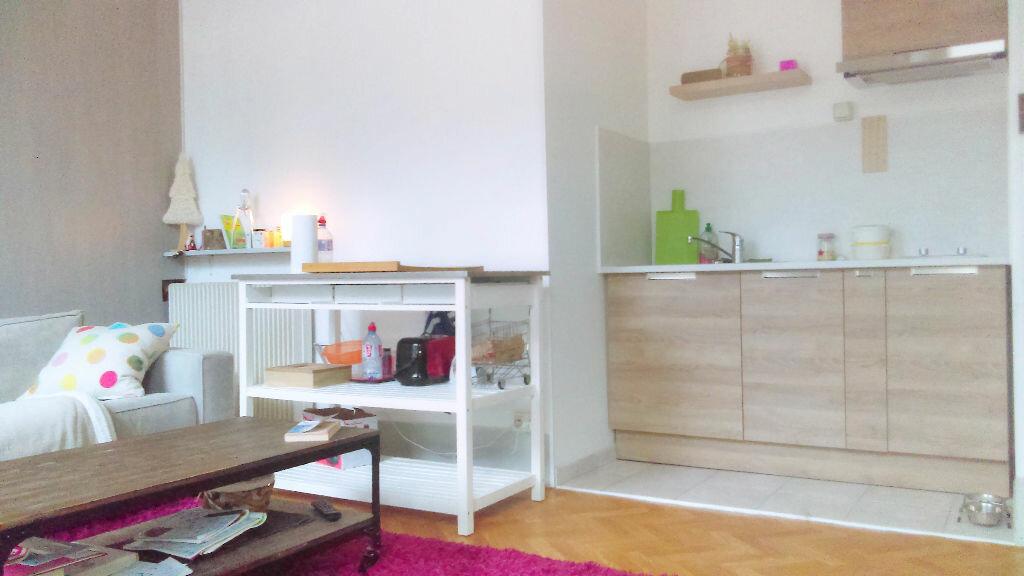 Appartement à louer 2 41.22m2 à Fontainebleau vignette-3