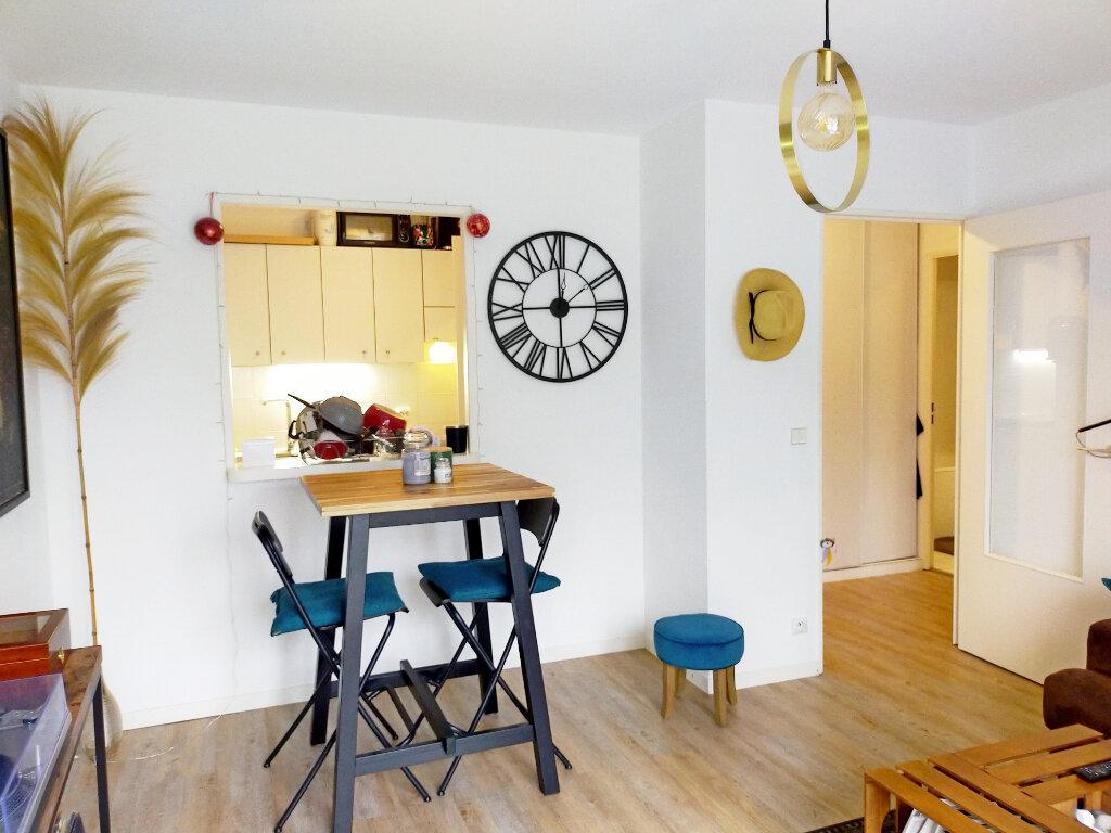Appartement à louer 2 39m2 à Fontainebleau vignette-3