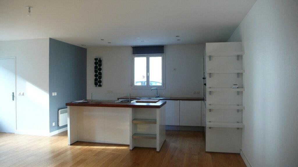 Appartement à louer 3 96m2 à Fontainebleau vignette-2
