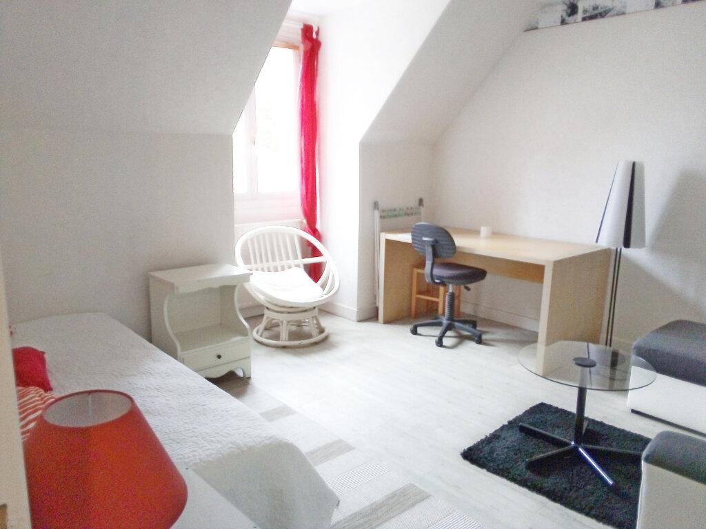 Appartement à louer 1 27.78m2 à Fontainebleau vignette-1