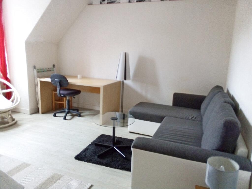 Appartement à louer 1 27.78m2 à Fontainebleau vignette-2