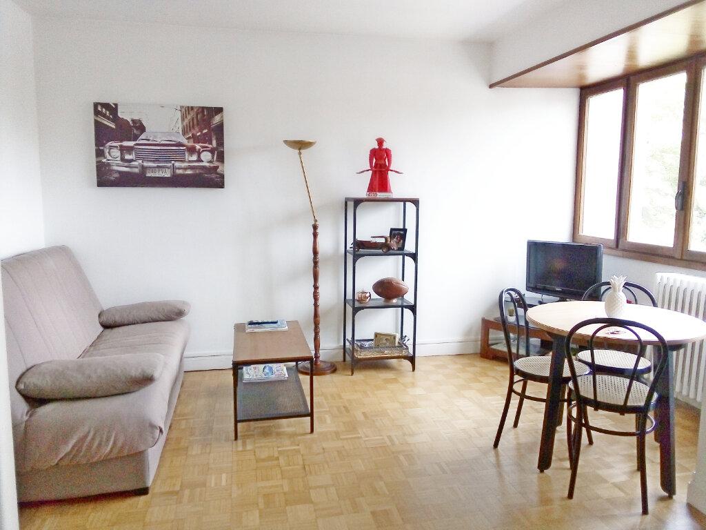 Appartement à louer 1 29m2 à Fontainebleau vignette-2