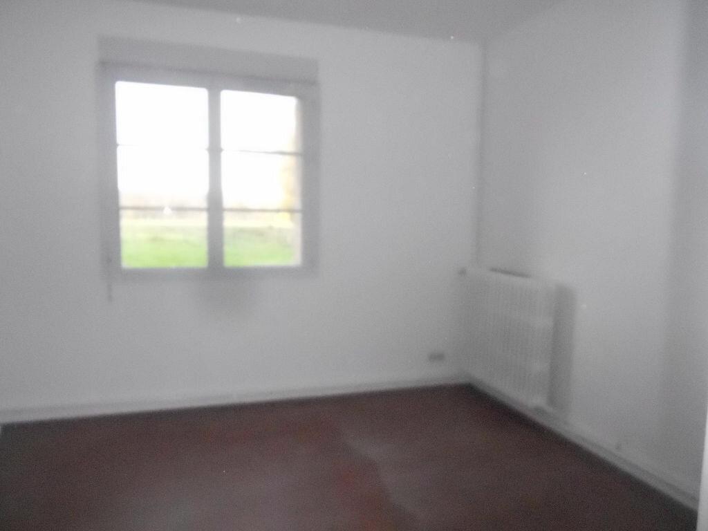Maison à louer 5 106m2 à Roullée vignette-5
