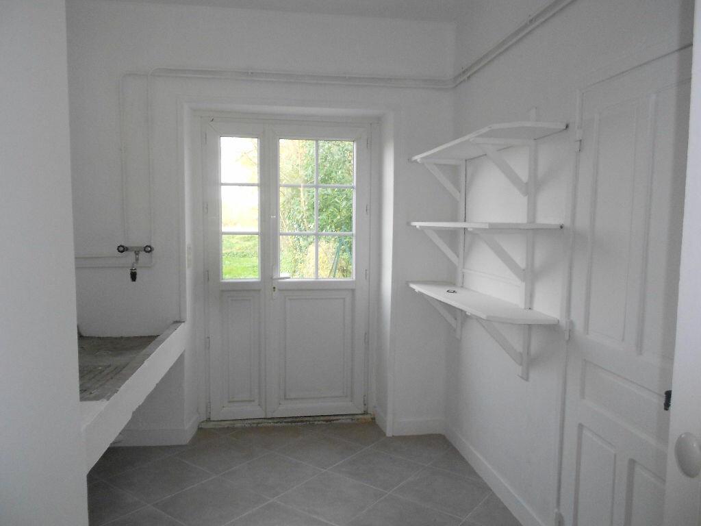 Maison à louer 5 106m2 à Roullée vignette-6