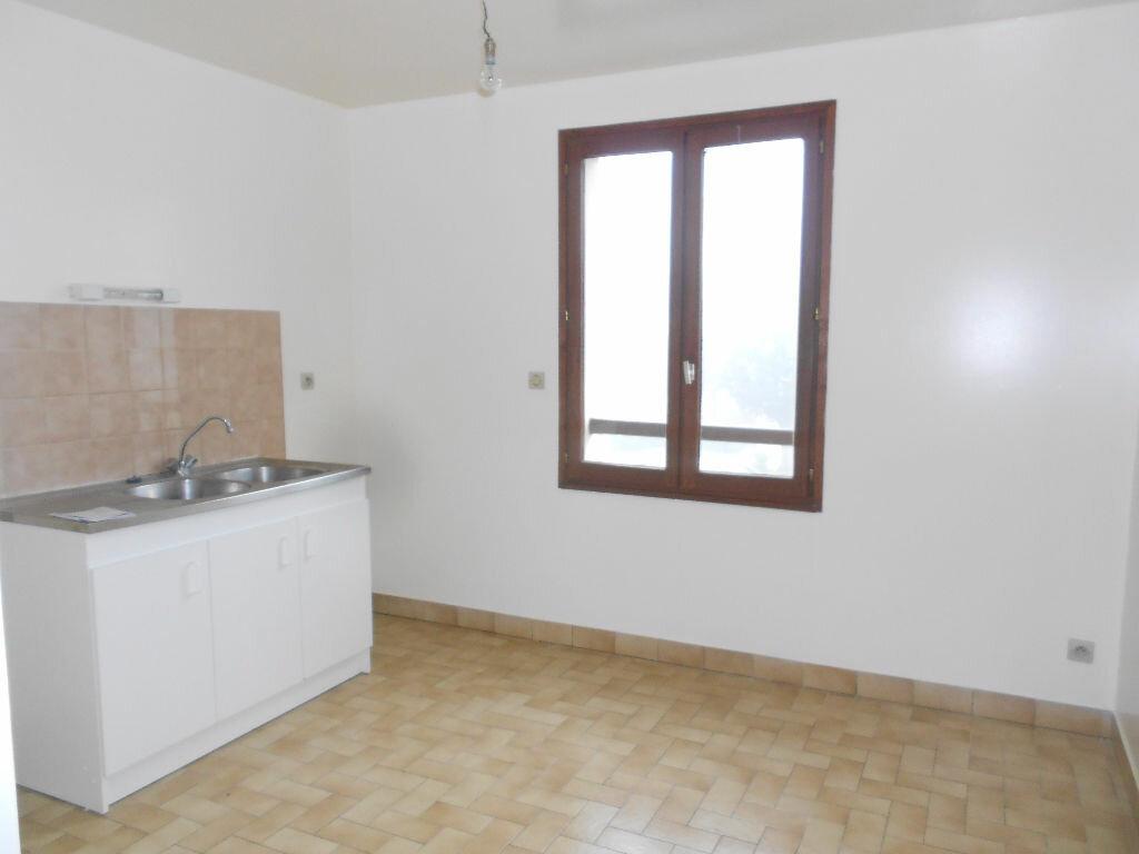Appartement à louer 3 63m2 à Mamers vignette-2